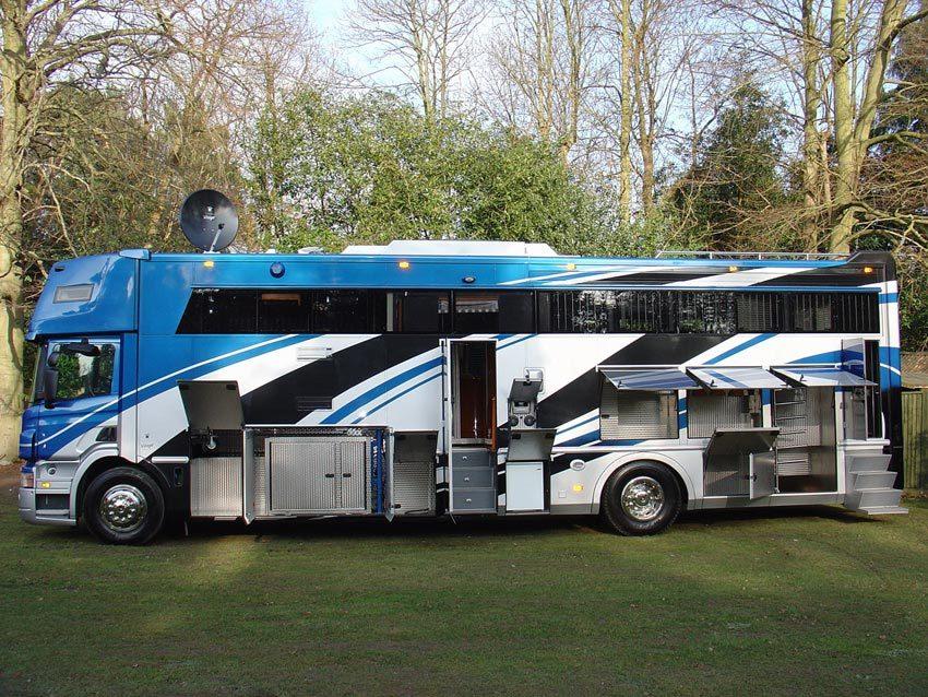 un grand camion pour les chevaux. Black Bedroom Furniture Sets. Home Design Ideas